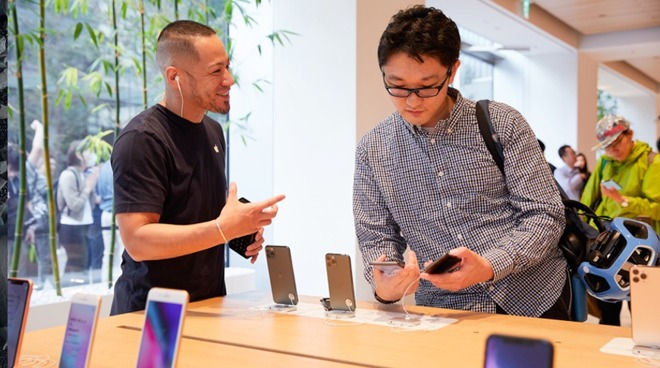 iPhone 11 sales Apple Store Japan